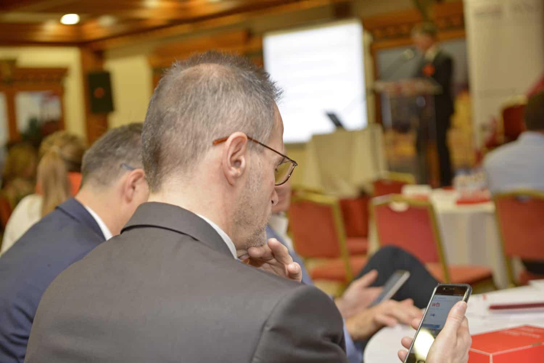 Online szavazás az adózási kérdésekről – élőben a konferencián